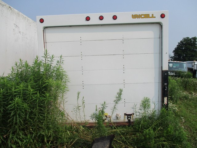 UNICELL used 16 ft UNICELL dry freight truck body van box Toronto